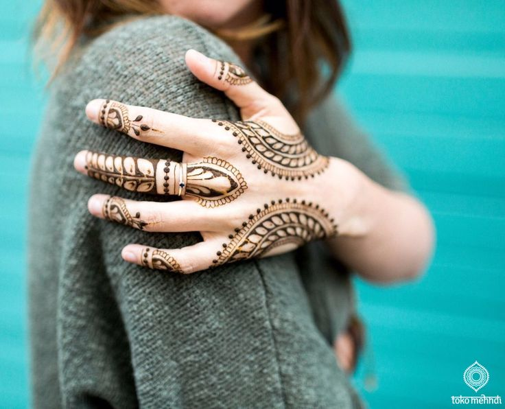 tokomehndi.com    Henna Art    Danielle Segui Photography    Modern Mehndi