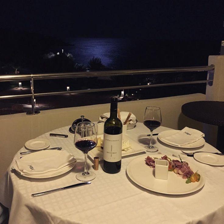Il vino in 3 parole: Persona•momento•bicchiere 🍷#dinner#winetime#messorio#beautiful#panorama#top#view#adoss