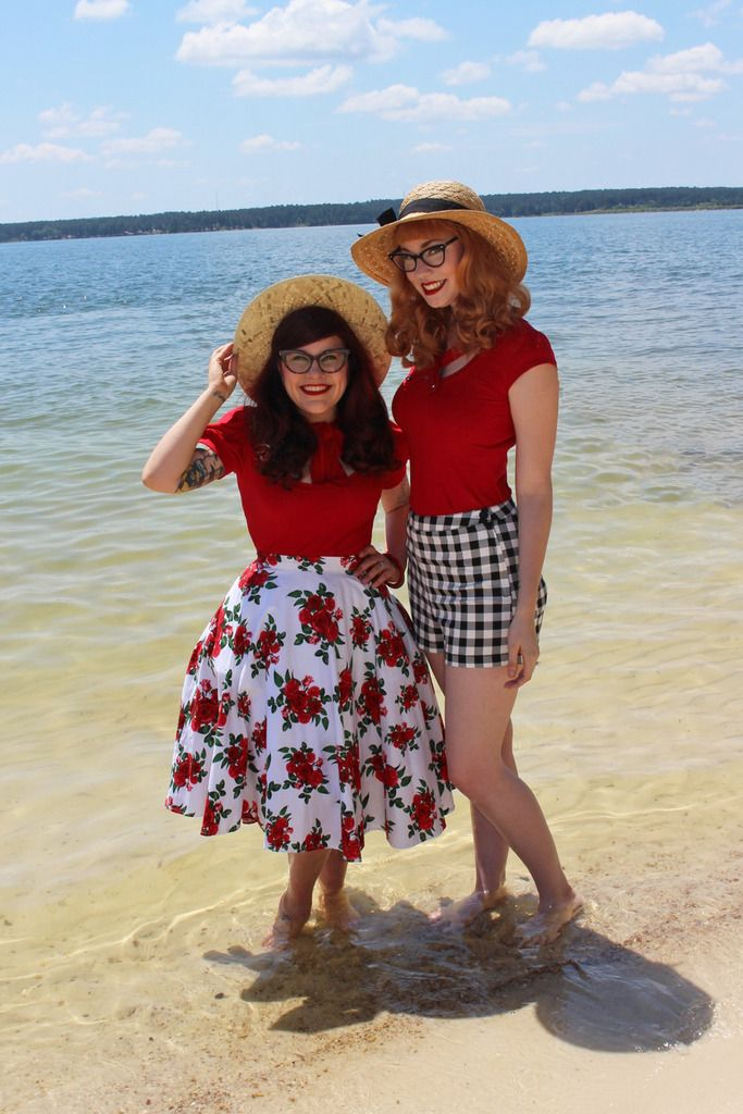 Junebugs and Georgia Peaches: The Adventures of Modern June Cleaver + Amelia Jetson: Bonsai Kittens at the Beach  Retro-Perfection!