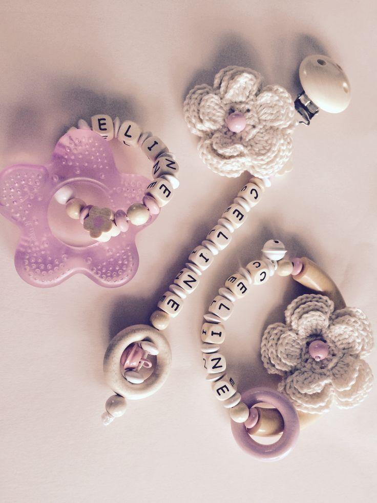 Baby Geschenk-Set Schnullerkette, Beißring, Greifling mit Namen zum selber zusammen stellen ab 16€  Bei www.lillysschnullerketten.de.tl