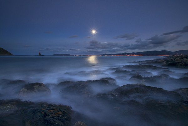 Charming Moonlight Photography Ideas and Tips (4)