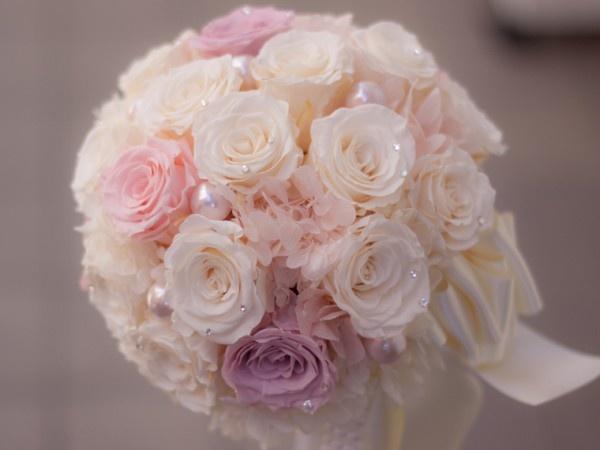 El dulces colores pastel este bouquet captura la termura e inocencia de una novia