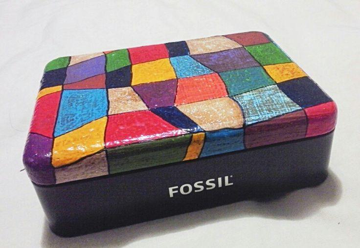 Caja pintada con acrilicos
