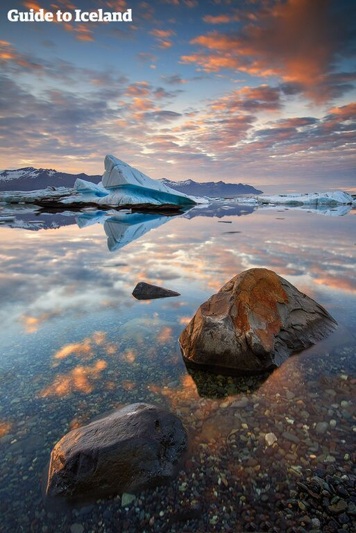 See phenomenal landscapes as your drive with this affordable 6-day car rental package. It goes all the way to the glacier lagoon Jökulsárlón and Diamond Beach.