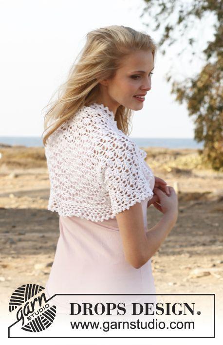 "Free pattern: Crochet DROPS bolero with lace pattern in ""Cotton Viscose"". Size: S - XXXL ~ #DROPSDesign #Garnstudio"