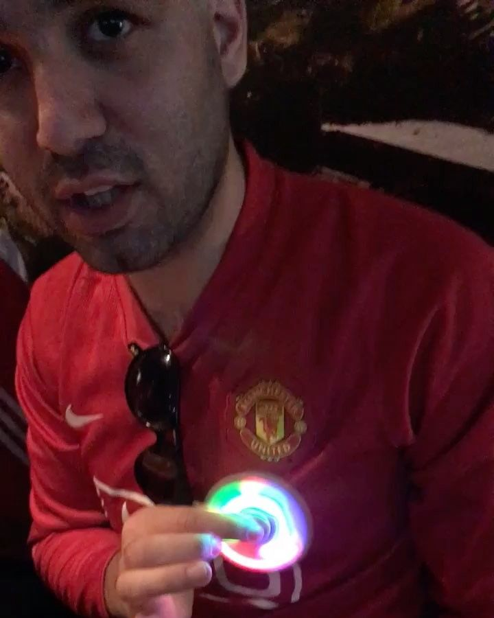 Ledtrend leverer når manu må roe ned nervene.. #ledtrend #manu #figgetspinner #spinner #spinners #europaleaguefinale #spinnig #lights #rainbow #fun #chilling #relax #winning #manutd #gäcda #goals