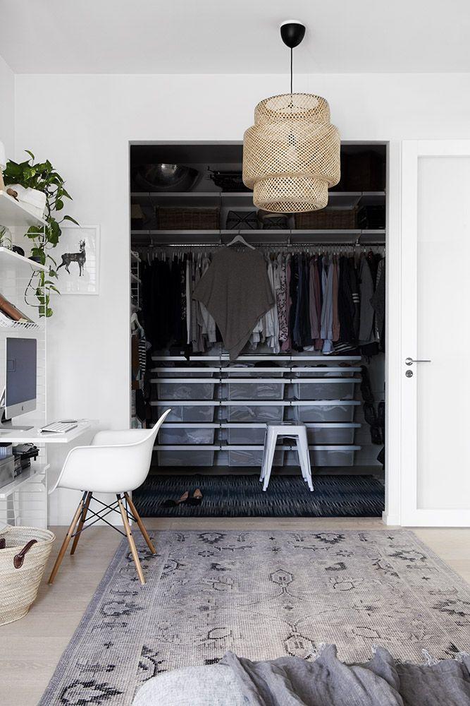 Vaatehuone / walk-in closet, Scandinavian interior