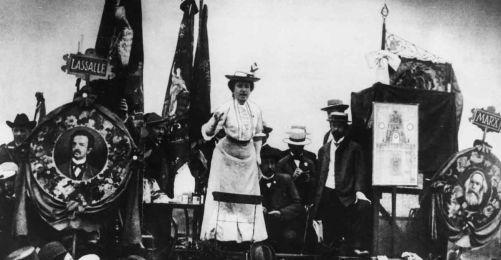 Özgür insan, başka türlü karar verme imkânı olan insandır.   Rosa Luxemburg