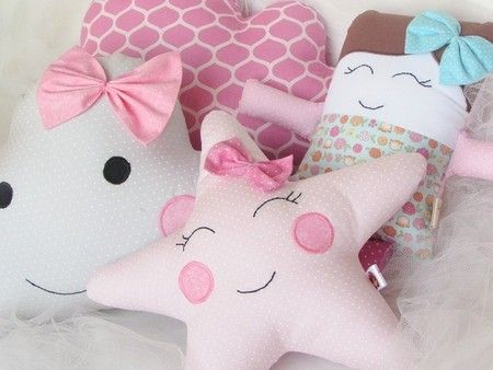Almofadas nuvem, estrela e bonequinha