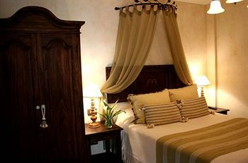 Hotel Los Pasos - Hotels.com - Hotel rooms with reviews. Discounts and Deals on 85,000 hotels worldwide