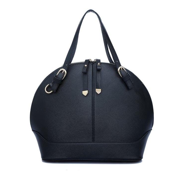 Tas fashion general brand berkualitas dengan gaya oval yang simple stylish menjadikan penampilan anda lebih kompak dengan blazer kantor anda.