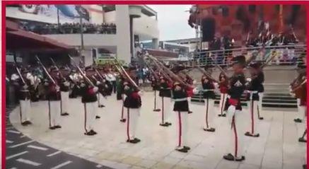 """Increíble. Como la Marina de Guerra empieza a bailar el """"Caballito de Palo"""""""