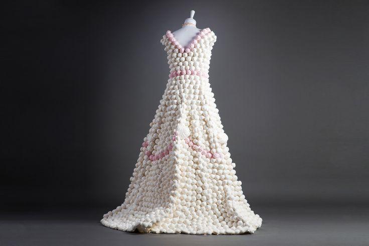 La Meringata, un abito fatto da vere meringhe, by Matthan Gori.