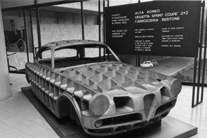 Une maquette en bois réalisée par Bertone.