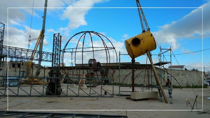 Θέλεις να μάθεις πώς παρατημένα βιομηχανικά υλικά μπορούν να συνθέσουν μία πρωτότυπη παιδική χαρά;  Έλα στο Παλαιό Ελαιουργείο στην Ελευσίνα το Σάββατο 17 Φεβρουαρίου στις 2 το μεσημέρι, στην επίσημη παρουσίαση της διαδραστικής εικαστικής εγκατάστασης. - - -  Do you want to know how used industrial materials can make up an original playground?  Come to Paleó Eleourgío in Eleusis on Saturday, February 17, at 14:00, at the official presentation of the interactive visual installation…