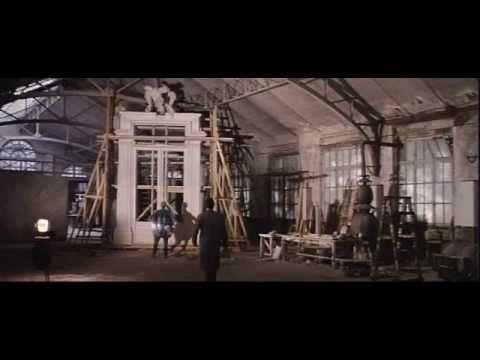 Camille Claudel: Camille Claudel voue ses jours et ses nuits à sa passion, la sculpture. Soutenue par son père et son frère Paul, elle rêve d'entrer dans l'atelier du grand maître Auguste Rodin. Après lui avoir démontré son talent et sa détermination à travailler avec lui, Rodin l'engage comme apprentie avec son amie Jessie. Camille tombe rapidement éperdument amoureuse du maître. Elle devient son égérie et ravive son imagination quelque peu éteinte.