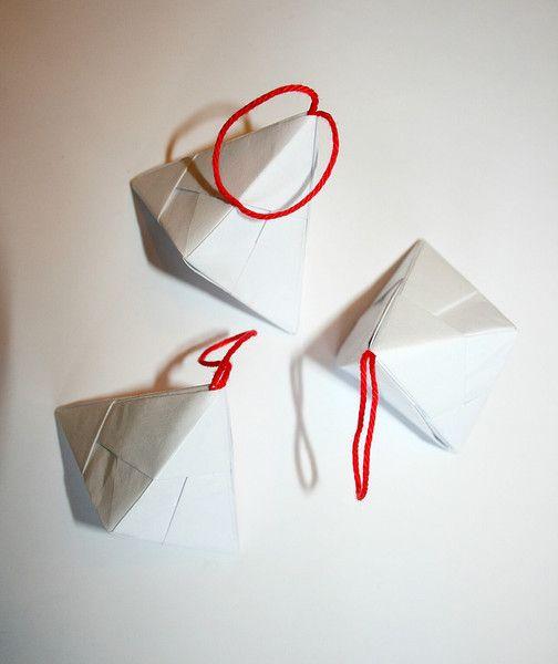 witte papieren decoraties kerstboom  van LeafyLife op DaWanda.com