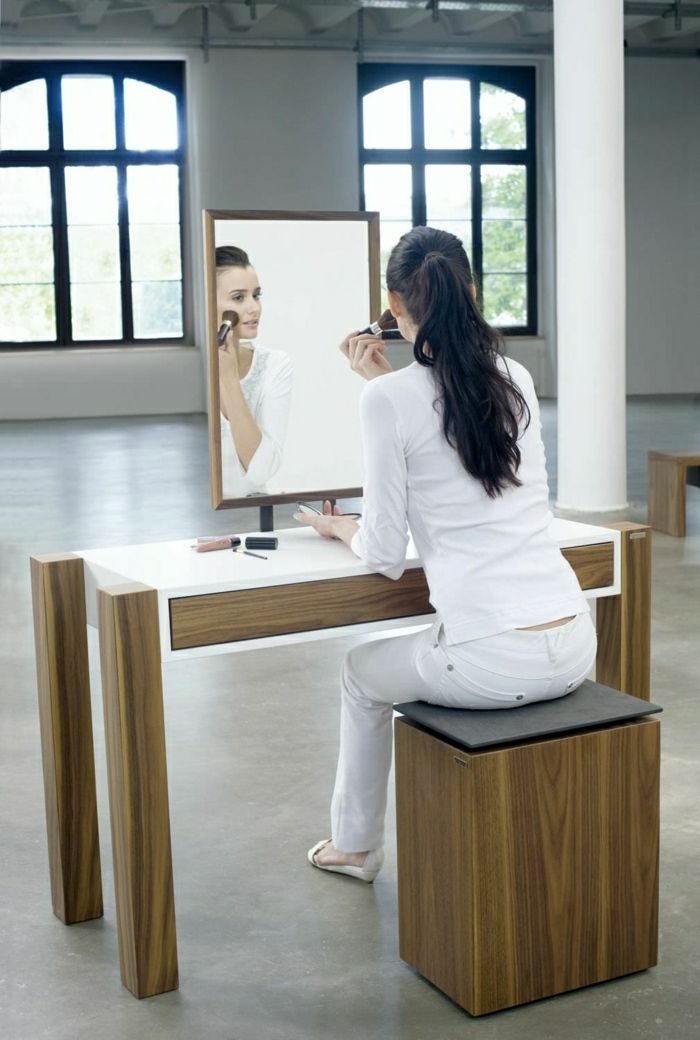 jolie coiffeuse avec miroir 40 id es pour choisir la meilleure pi ces de monnaie et design. Black Bedroom Furniture Sets. Home Design Ideas