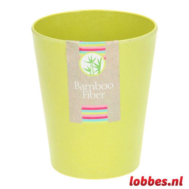 Drink vanaf nu je al je drankjes uit de stylish bekers van Bamboo Fiber. De beker is helemaal gemaakt van bamboe, zoals de naam al verraadt. Bamboe is een stevige houtsoort waardoor de beker kwalitatief sterk is. Ze zijn verkrijgbaar in verschillende hippe tinten, dit is o.a. de limegroene versie.