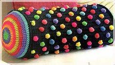 подушка валик с шишечками