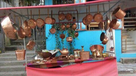 Barraca de panela de cobre Feira de Artesanato de Embu das Artes em Embu Arte, SP