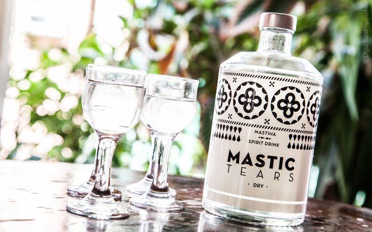 Μπαλκόνι, καλή παρέα, και Mastic Tears Dry: Αυτή είναι η πρότασή μας για τις καλοκαιρινές Κυριακές!  Mastic Tears Dry shots. Photo by Olga Saliampoukou photography.