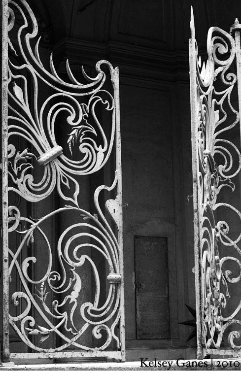 A Villa Aldobrandini, também conhecida como Villa Belvedere, é um palácio italiano, sendo uma das mais importantes villas de Frascati, na Província de Roma, região do Lazio. Surge sobre num cume panorâmico que domina a entrada na pequena cidade, tendo uma história várias vezes secular, dividida entre três importantes famílias e o Papado.