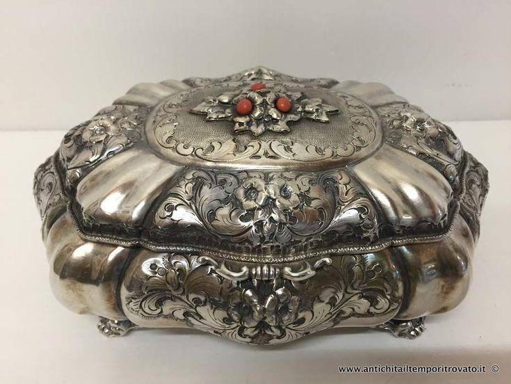 Oggettistica d`epoca - Scatole varie Portagioie in argento - Antico cofanetto baccellato in argento Immagine n°1