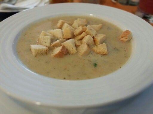 Česneková krémová polévka v Hotelu Peras