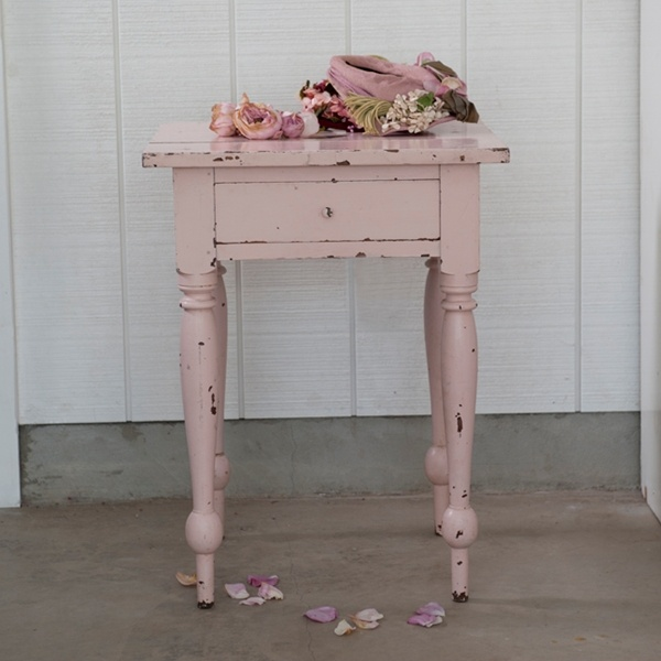 rachel ashwell shabby chic couture i love her shade of pink and the roses and hat i have her. Black Bedroom Furniture Sets. Home Design Ideas
