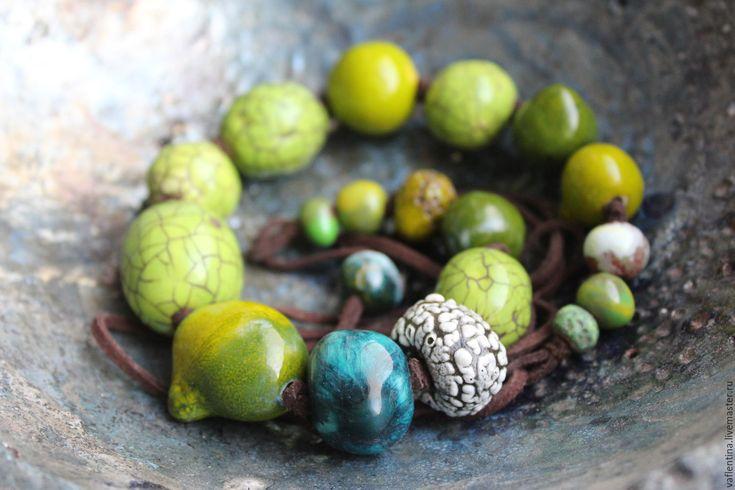 """Купить """"Bryophyta"""" керамические бусы - зеленый, ярко-зелёный, керамические бусы, керамические украшения"""