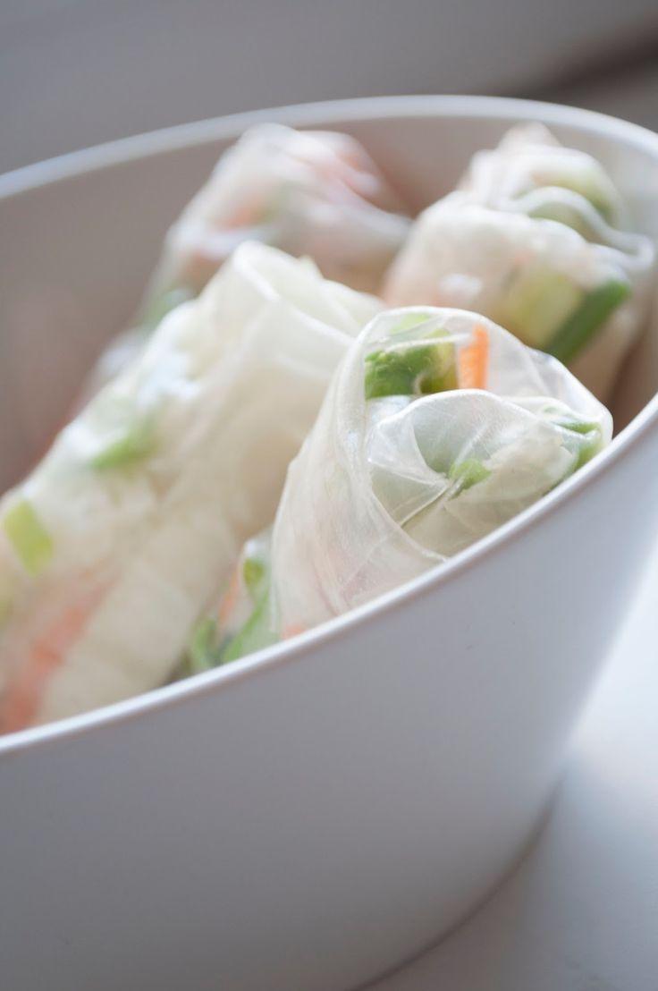 Vietnamilaiset kevätkääryleet    Olen viimeisen viikon syönyt hieman varauksella raakoja vihanneksia, sillä sairastin jonkun ihmeellisen v...
