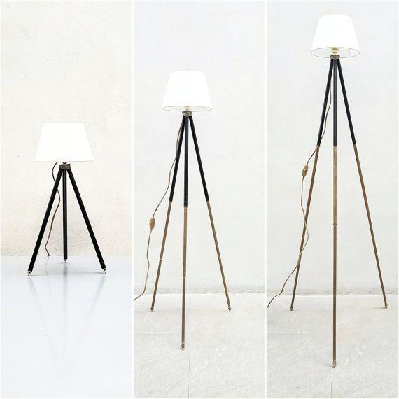 Lampada da tavolo estensibile e all'occorrenza Piantana, realizzata con antico treppiede in ottone | Table Lamp & Floor Industrial Lamp #lamp #tripod #treppiede #lampada #ottone #brass