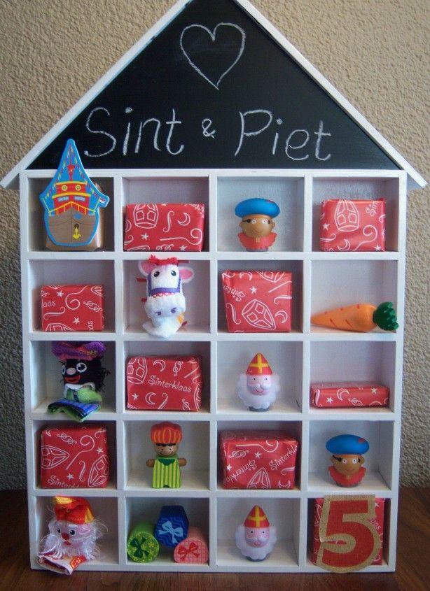 Onze aftelkalender voor Sinterklaas. Begint met de pakjesboot en eindigt met de 5 op 5 december!