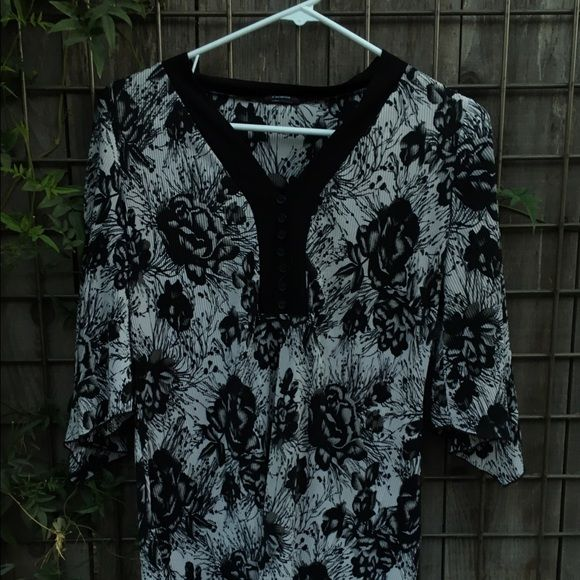1 HOUR SALE ❤️ BLACK AND WHITE ROSES Black and white roses Lite thin material Great with leggings.   Great for work. Taking offers cocomo Tops