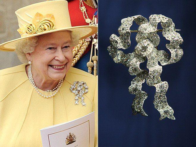 Елизавета II и её королевские броши! 0