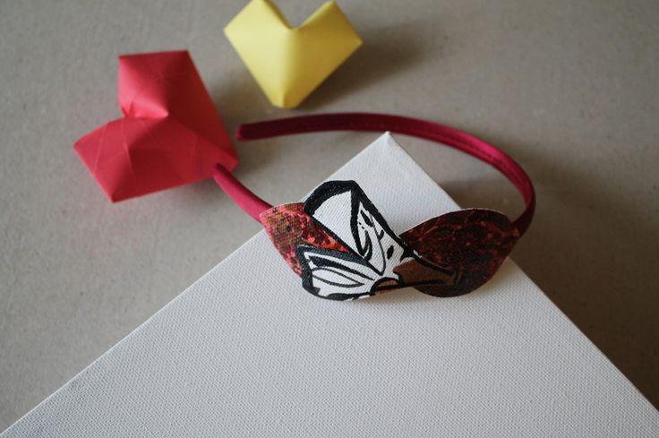 Cerchietto di raso color bordeaux decorato con applicazioni di tela dipinta a forma di foglie e foglia di ginko : Accessori per capelli di aniziana