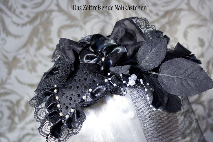 Headpieces & Fascinators - Fascinator, schwarz-mit weißen Perlen, Gothic - ein Designerstück von Aristides-Steele bei DaWanda