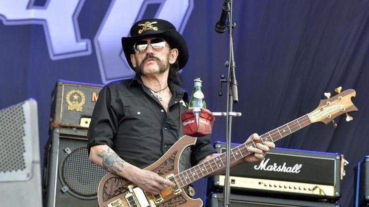 Lemmy Kilmister sur la Main Stage du Hellfest. (Clisson, le 19 juin 2015.)