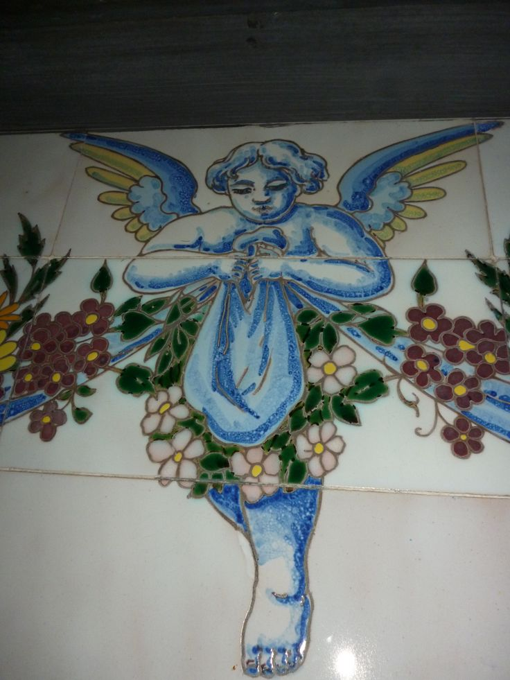 Azulejos de la Casa Palacio Aramburu, Cádiz. | Edificio situado en la plaza de San Antonio,en la ciudad de Cádiz. Es una casa palacio de estilo ecléctico historicista , con añadidos Modernistas en su fachada.