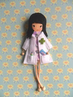 Little Chic Things Broches de Fieltro: LITTLE FARMACÉUTICA - LITTLE CHEMIST