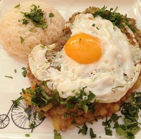 Charquican con arroz y huevo frito