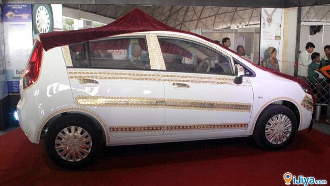 Vibrant Gujarat's Golden Car.Track Venue Place on map @ http://ijiya.com/8236327