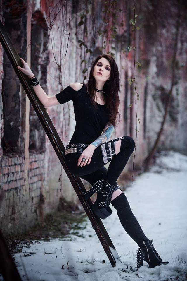 Photo: Katarzyna Mikołajczak Photography Model: Hexyl Noir Welcome to Gothic and Amazing | www.gothicandamazing.com