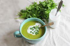 Soupe au chou vert et au chou fleur, à la coriandre et au lait de coco