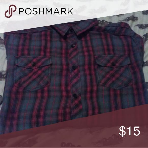 Men's plaid shirt Hi!  Here's a like new without tags Large classic fit, long sleeved shirt. Very nice.  Let us know if you have any questions.  Love to bundle!! Shirts Casual Button Down Shirts