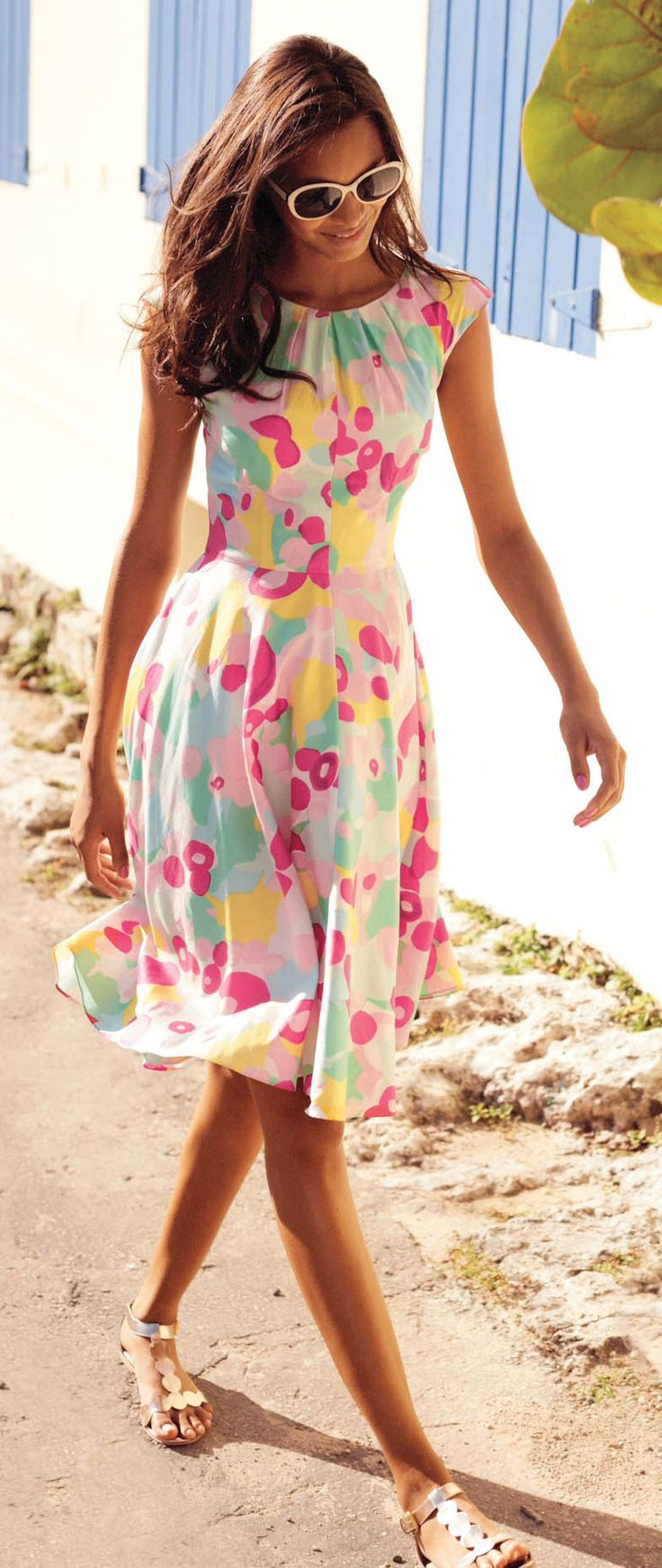 Summer trends | Colorful printed midi dress with silver sandals