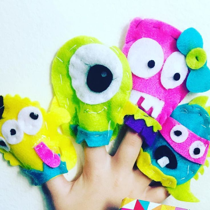 Our hand made puppets thanks to our Craft Factory kit. We love this one and feature it in our activity packs. More in our S H O P a page!  #boxformonkeys #funwithkids #kidsactivities #simplekidsactivities #kidsgiftideas