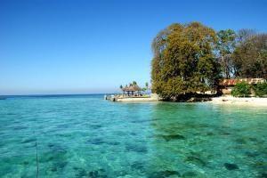 Pantai Pulau Condong, http://eloratour.wordpress.com/2014/01/27/keindahan-pantai-pasir-putih-dan-pulau-condong/