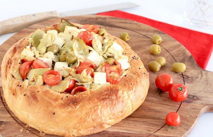 Mmmm, wat een lekker comfort food is dit. Men neme 1 Turks brood; stop er allemaal lekker ingrediënten in, bak hem even af en smullen maar!Een ideale maaltij